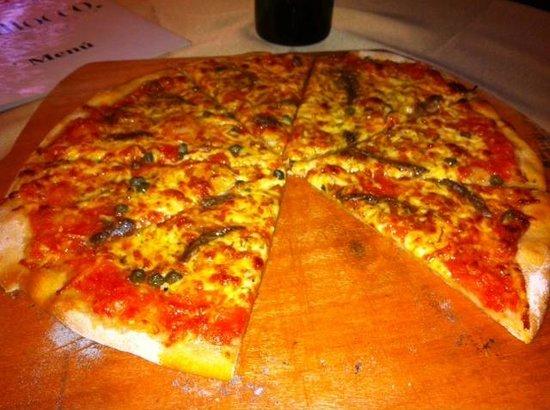 Ciao da Massimo: Deliciosa Pizza Napolitana Pizza con anchoas y alcaparras