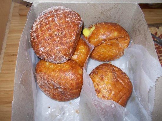 Leonard's Bakery: Malasada's