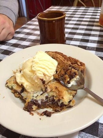 Smokin Joes: ooey gooey bar with ice cream.