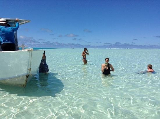 Teking Lagoon Cruises : On the sand bar.