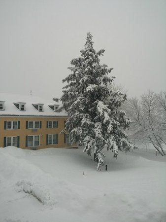 The Bethel Inn Resort : one of the many buildings belonging to the Inn