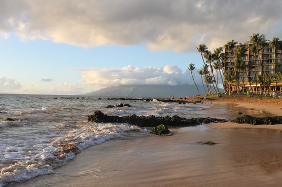 Days Inn Maui Oceanfront: beach
