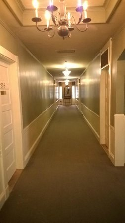 The Bethel Inn Resort : Hallway upstairs from the lobby