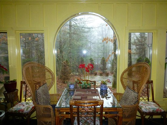 Highlands House Bed &Breakfast: Open room with view of outdoors