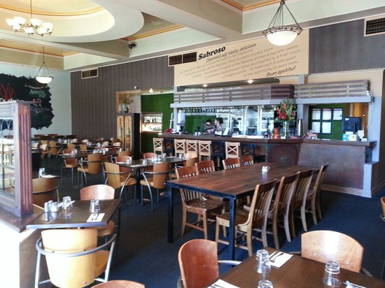 Sabroso tapas and grill: Lovely autumn day for lunch looking inside from the outdoor setting. A really nice ambient atmos