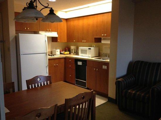 StaySky Suites I-Drive Orlando : Cocina