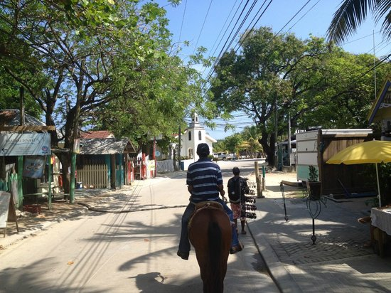 El Rancho Barrio Dorcas: riding through the city