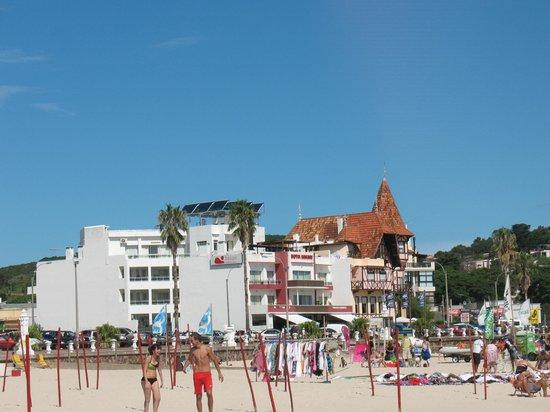 Hotel Bakari: Vista del hotel desde la playa