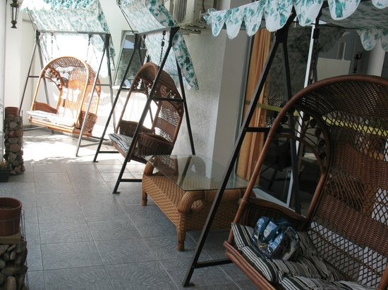 Hotel Bakari: Patio