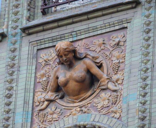 Parisi udvar - building architecture (1)