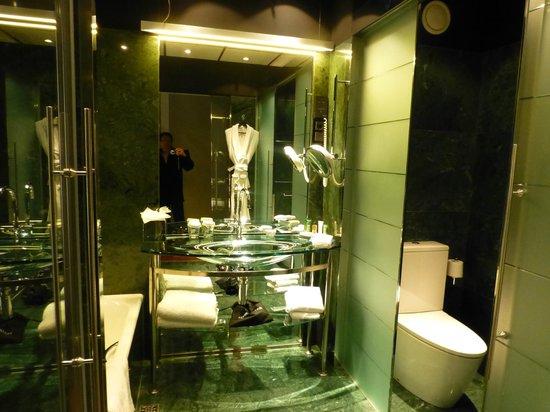 Hilton Madrid Airport: nice bathroom