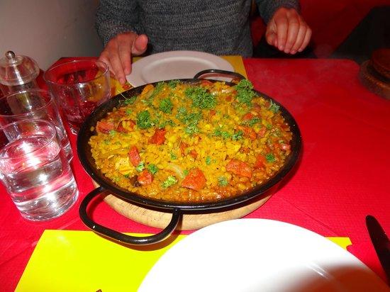 Flamenco Tapas Restaurant: Large meat paella