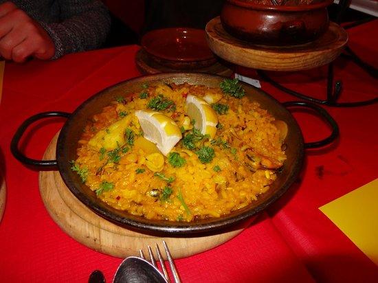 Flamenco Tapas Restaurant: Tapas size seafood Paella