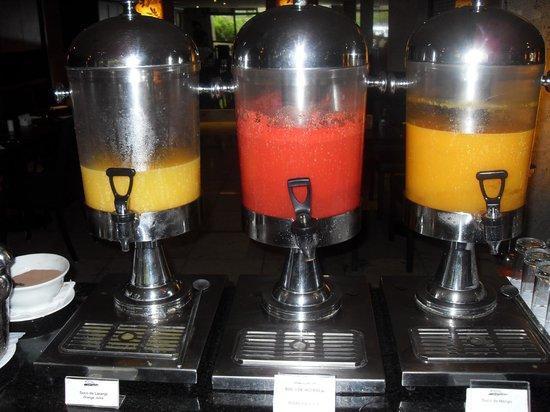 Brasil 21 Suites: Breakfast - fresh juices