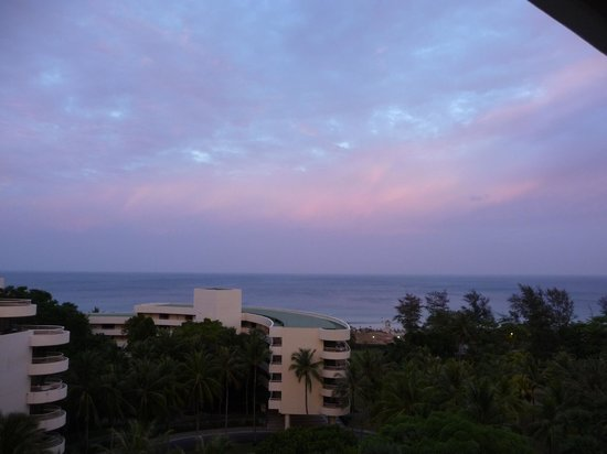 Hilton Phuket Arcadia Resort & Spa : Morning sunrise view looking West