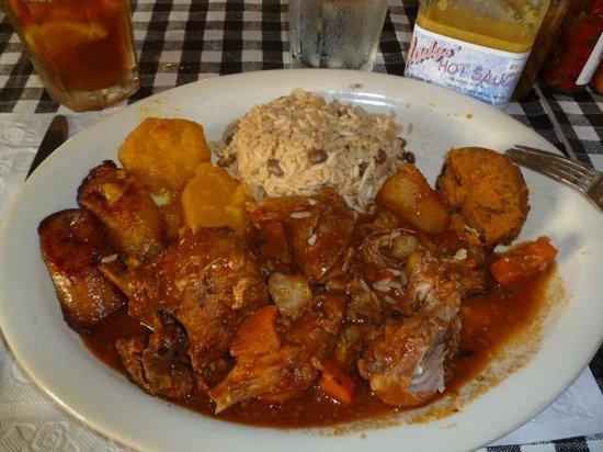 Gladys' Cafe : Stewed Chicken