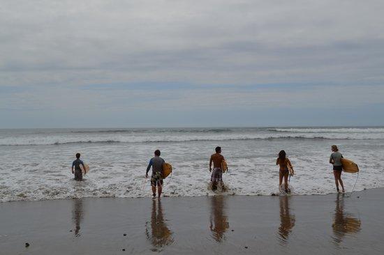 Balsa Surf Camp: Surf avec planche en balsa