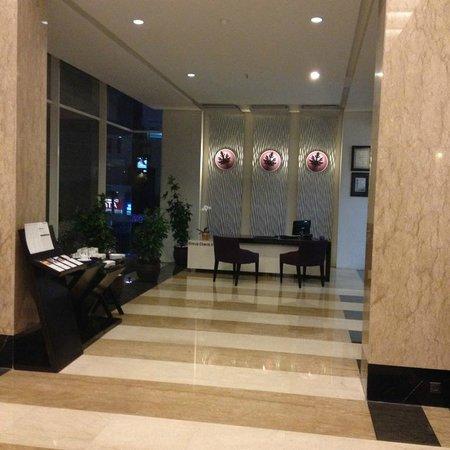 Aston Primera Pasteur Hotel & Conference Center: Lobby