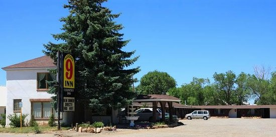Dove Creek, CO: Street view of motel