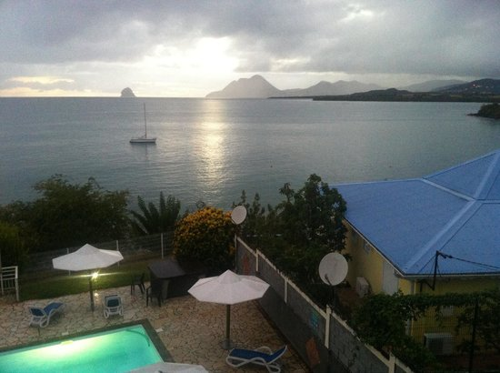 Hôtel Corail Residence: Sunset from the balcony of the studio