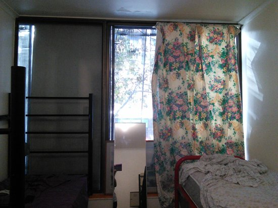 Hyde Park Backpackers: Ridiculous Curtain