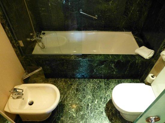 AC Hotel Aitana: tub