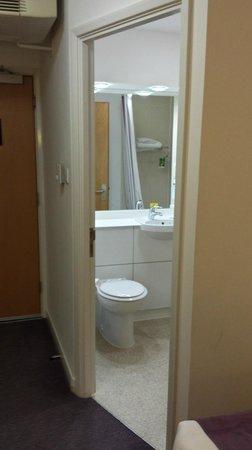 Premier Inn London Heathrow Airport (Bath Road) Hotel: Premier Inn LHR Bath Road - Bathroom