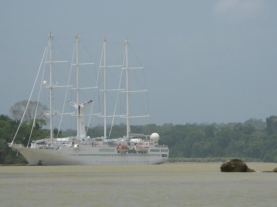 Gatun Explorer Panama Canal Jungle Day Tour : sailing ship going thru  the canal