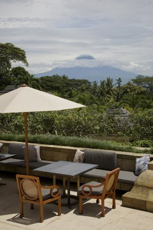 Amanjiwo Resorts: Volcanoes everywhere - magical!