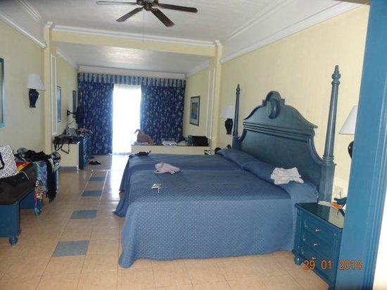 Hotel Riu Cancun: Habitación junior suite