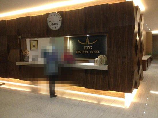 BTC Fashion Hotel : hotel reception
