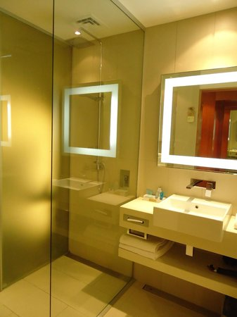 Novotel Auckland Airport: Good bathroom