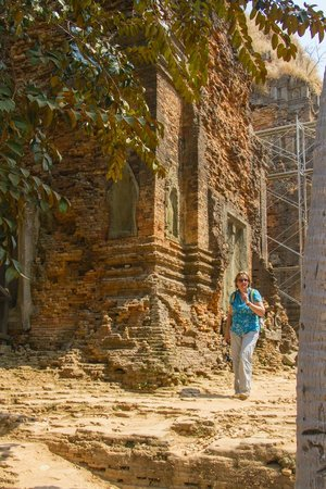 Roluos Temples: Lolei Temple