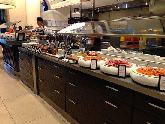 Hilton Sydney: Breakfast at the Glass Brasserie
