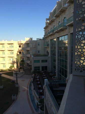 Grand Hyatt Muscat: Side view from our balcony