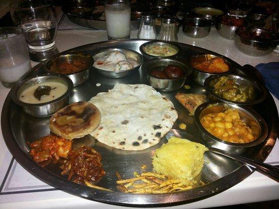Samrat Veg Restaurant : Yummy gujrati thali