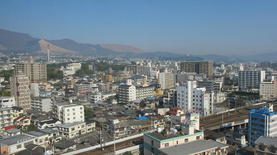 Beppu Kamenoi Hotel : View over to town, mountains and the sea