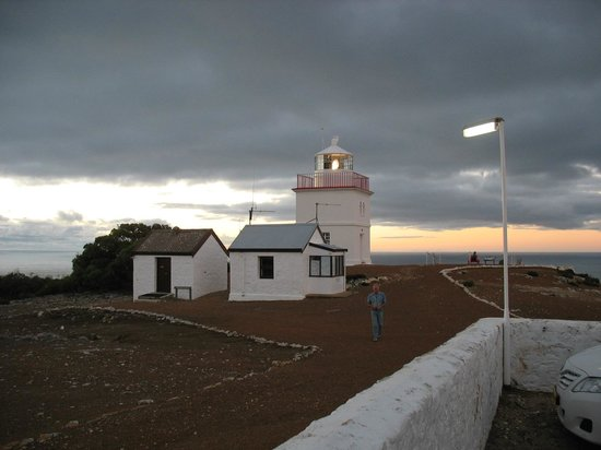 Cape Borda Lighthouse Keepers Heritage Accommodation: Looking from the back door of the lodge