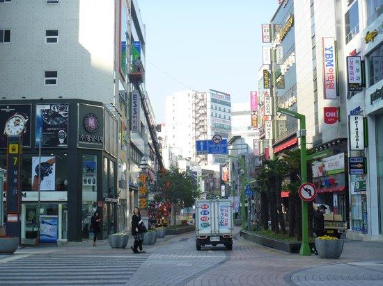 Gwangbokro Culture and Fashion street: 入口(車も通るので要注意)