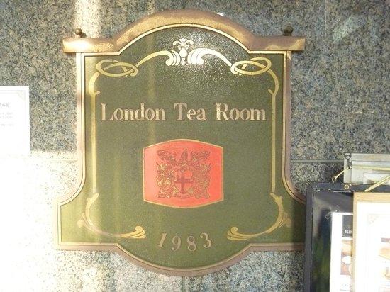 London Tea Room : 1Fの看板