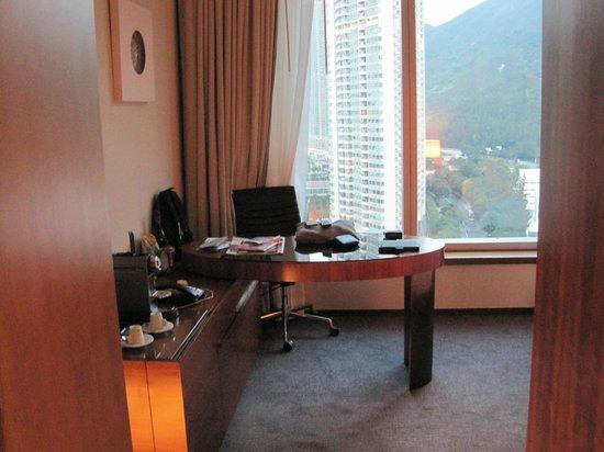 Novotel Citygate Hong Kong : Relaxing Schreibtisch