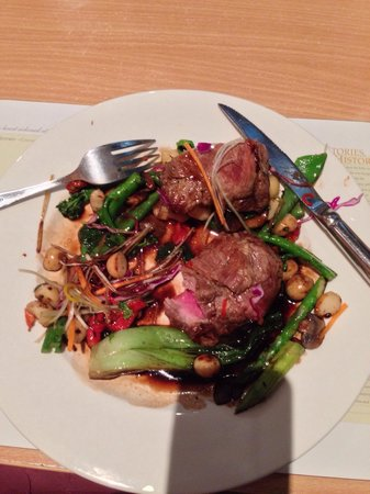 Felons Bistro: The lamb was divine. As good as any restaurant in Sydney.