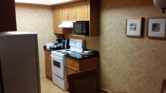 Sunset Inn and Suites: Perfect little kitchen