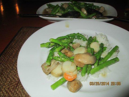 Silom Village Restaurant : Sallops with asparagus/mushrooms