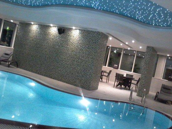 Cristal Hotel Abu Dhabi : Pool