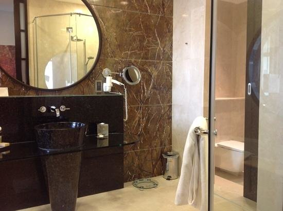 Al Raha Beach Hotel : al raha new wing bathroom
