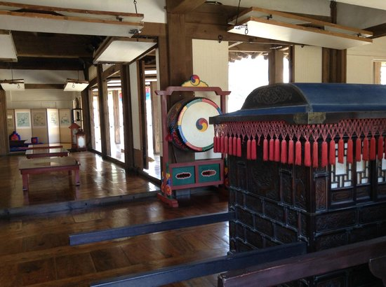 Namsangol Hanok Village: inside the traditional house