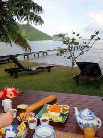 Fare Vaihere : 朝食は天気が良いとオープンエアーで