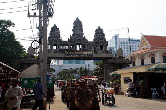 Khemara Angkor Hotel & Spa : Камбоджийская граница