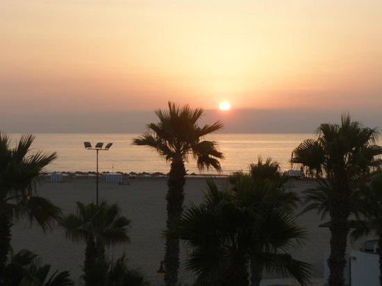 Miramar : Рассвет, вид из окна